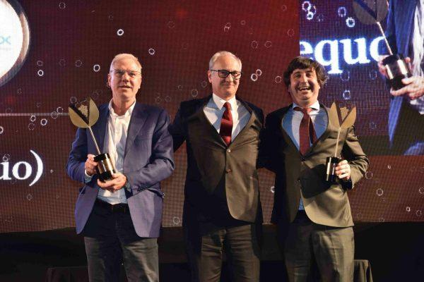 Este ano foram dois os enólogos premiados: Celso Pereira e Jorge Alves (à direita) ostentaram, orgulhosos, os troféus. Entregou Humberto Campos, da Vieirinox.