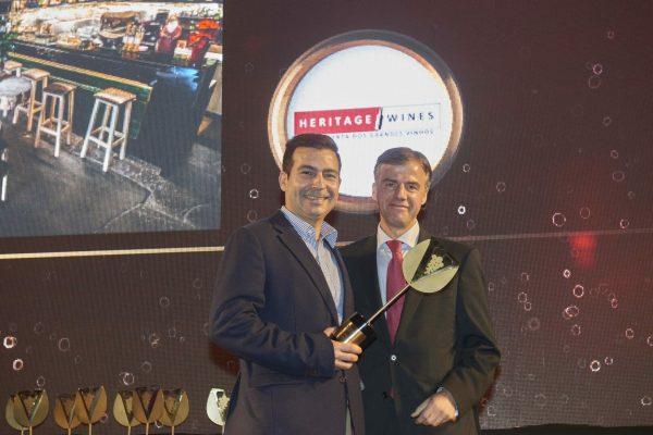 Fica ao pé de Penafiel a Casa da Viúva, o Wine bar premiado com o respectivo troféu. Para o receber subiu ao palco Paulo Sousa, que recebeu o troféu das mãos de Luis Sequeira, da Heritage Wines.