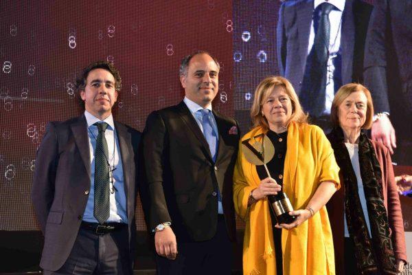 O casal Paulo Rodrigues e Licínia Ferreira (ao centro) levou para casa o troféu David Lopes Ramos. Entregou Francisco Toscano Rico, da CVR de Lisboa. À esquerda, a viúva de David Lopes Ramos, Maria Adelina Simões.